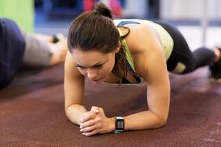 woman-with-heart-rate-tracker-exercising-in-gym-PV6EYWT.jpg
